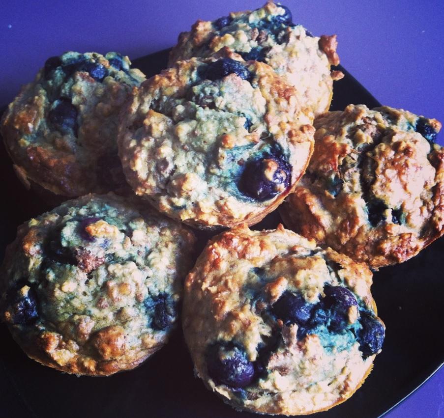 Sunde muffins med banan og blåbær