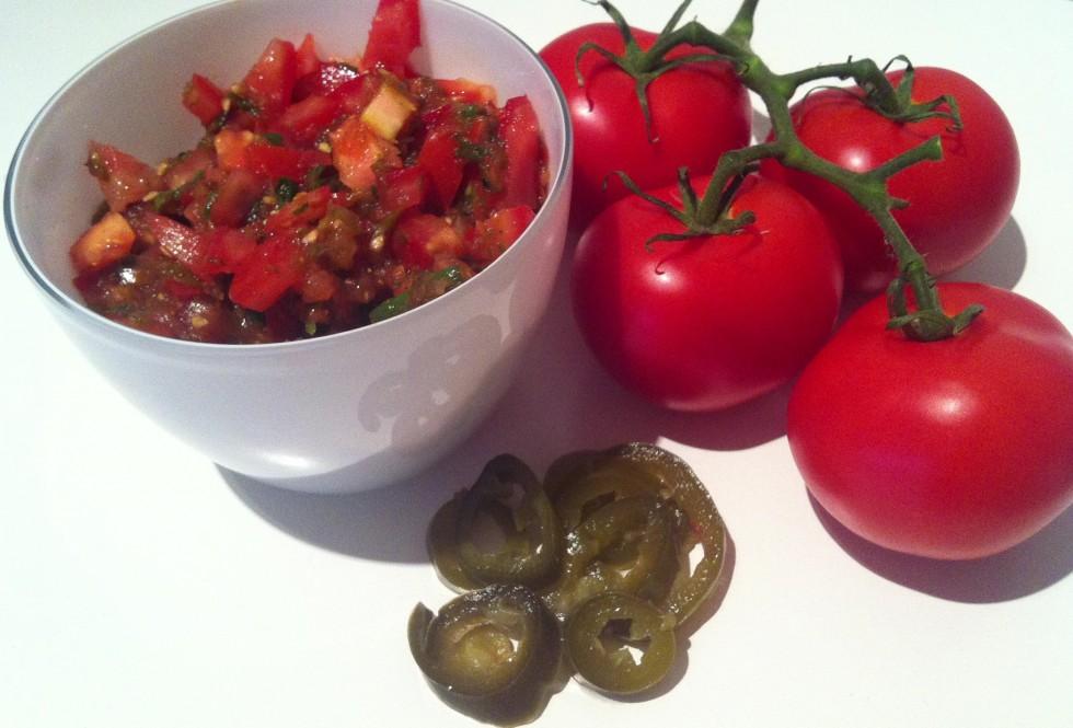 Hjemmelavet tomatsalsa med jalapenos