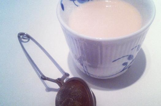 Hjemmelavet hasselnøddemælk