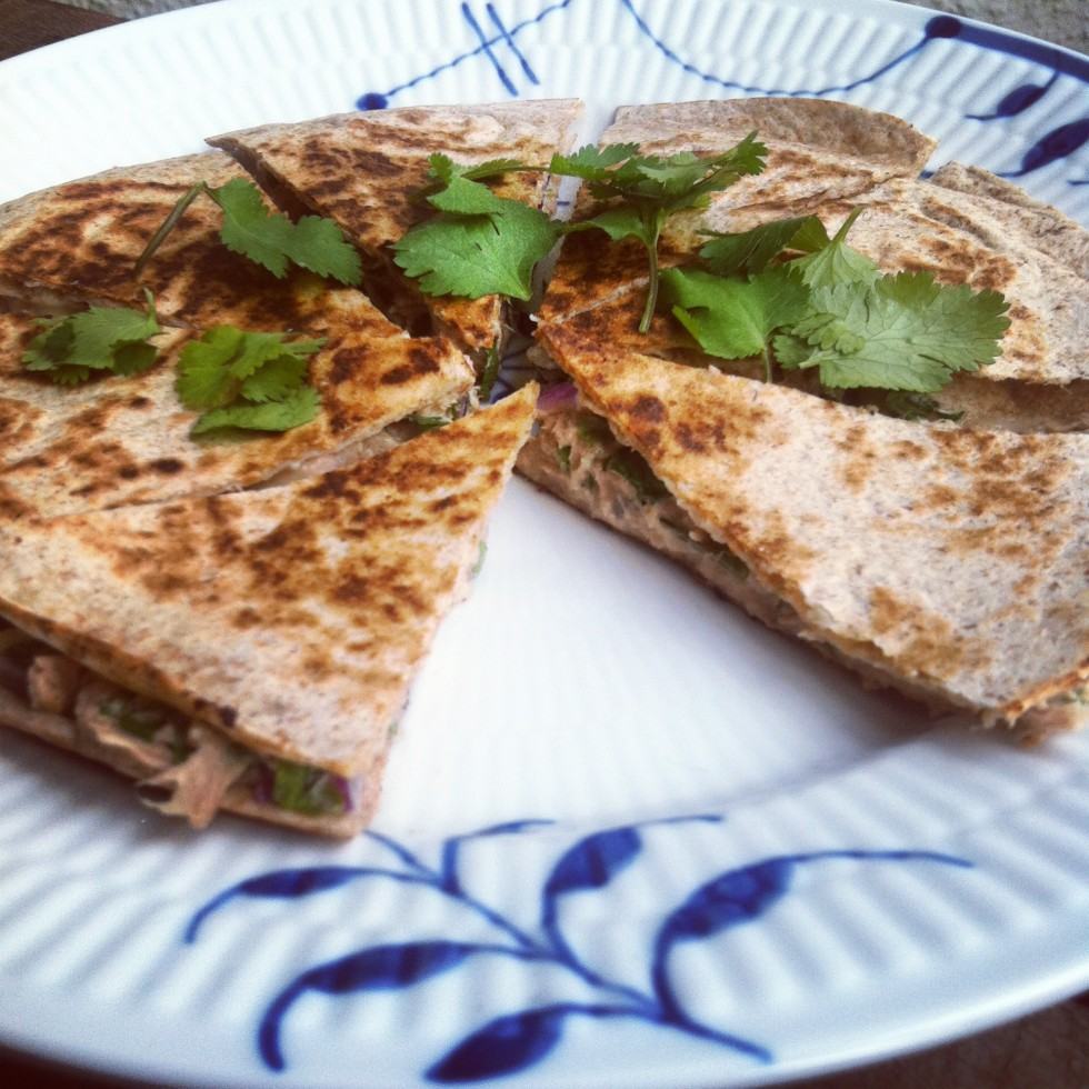 Quasadilla med tun, koriander og soltørrede tomater