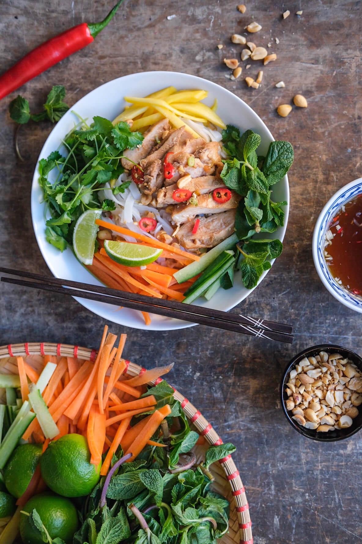 Vietnamesisk risnudelsalat med kylling
