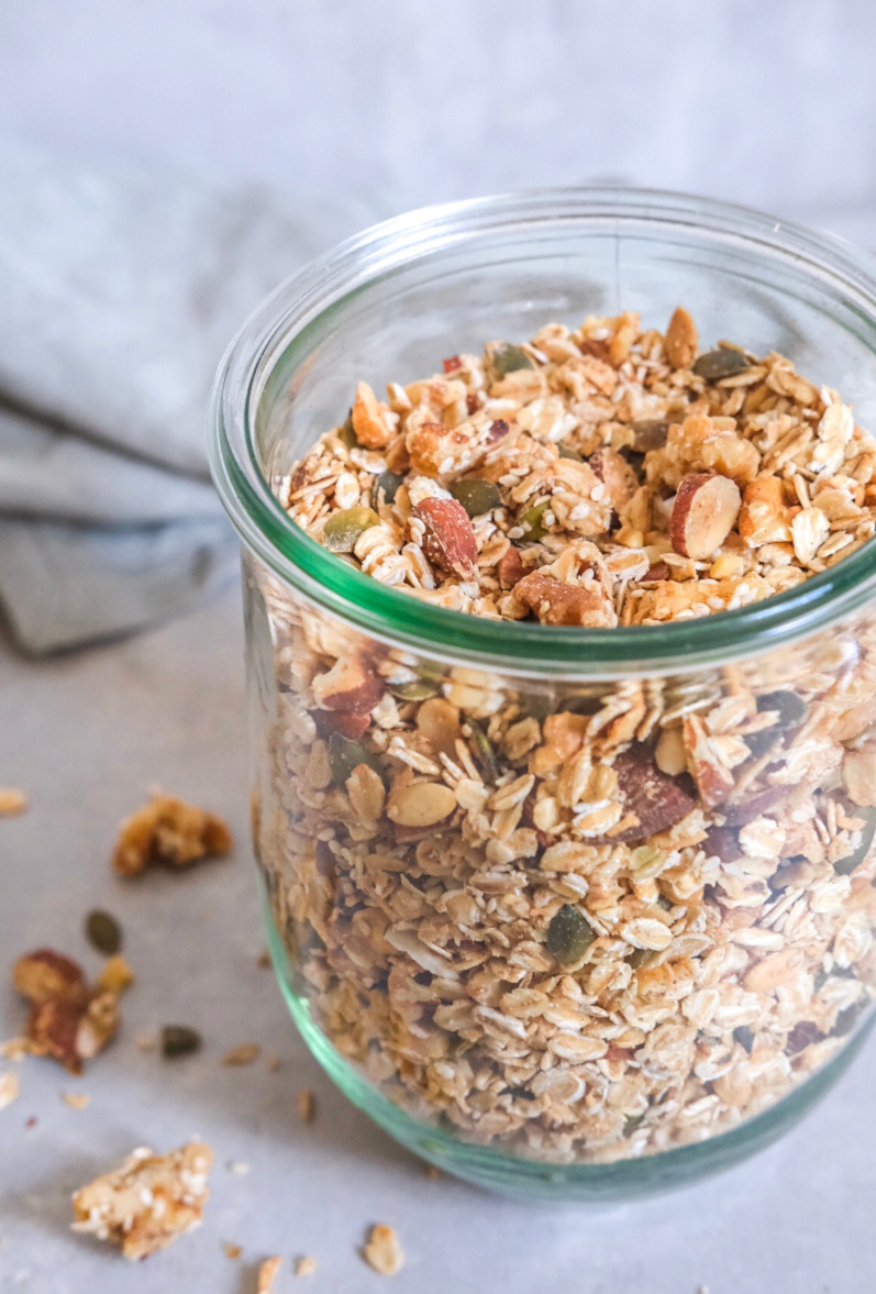 Granola med kokosolie og ahornsirup