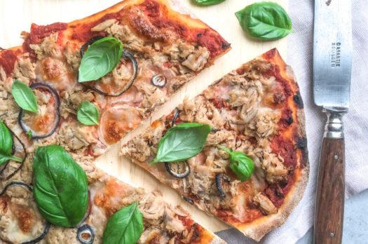 Pizza med tun og løg