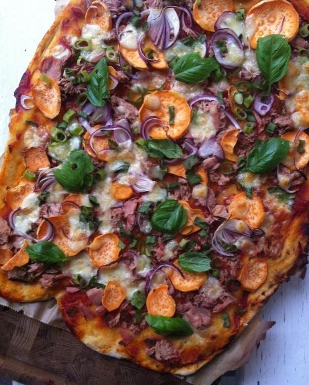 Pizza med tun og søde kartofler