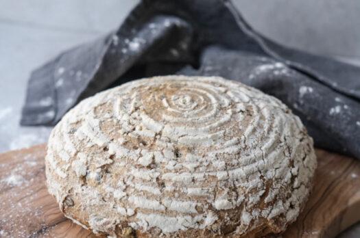 Brød i hævekurv