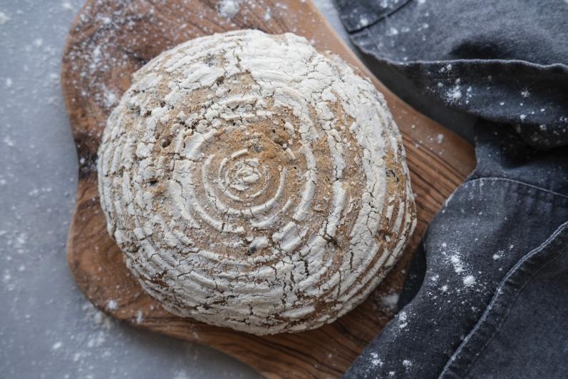 Brød i hævekurv med græskar