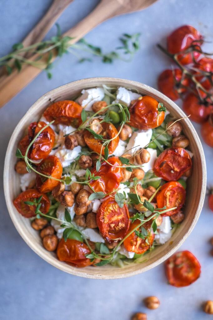 Spidskålsalat med langtidsbagte tomater