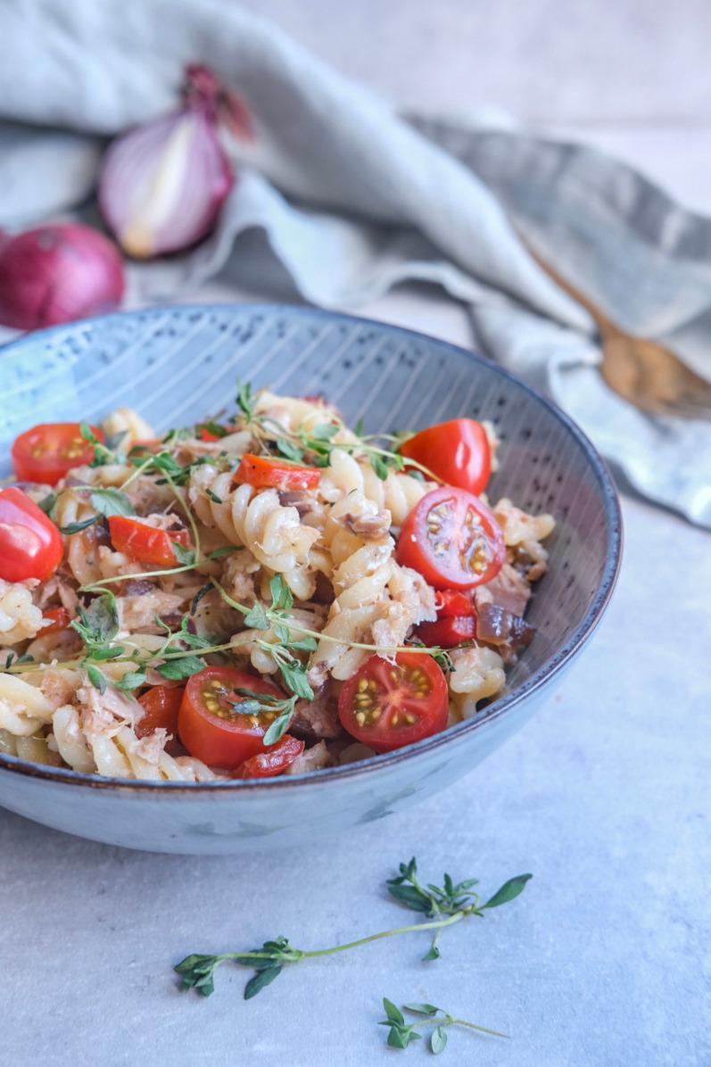 Pasta med tun og tomat