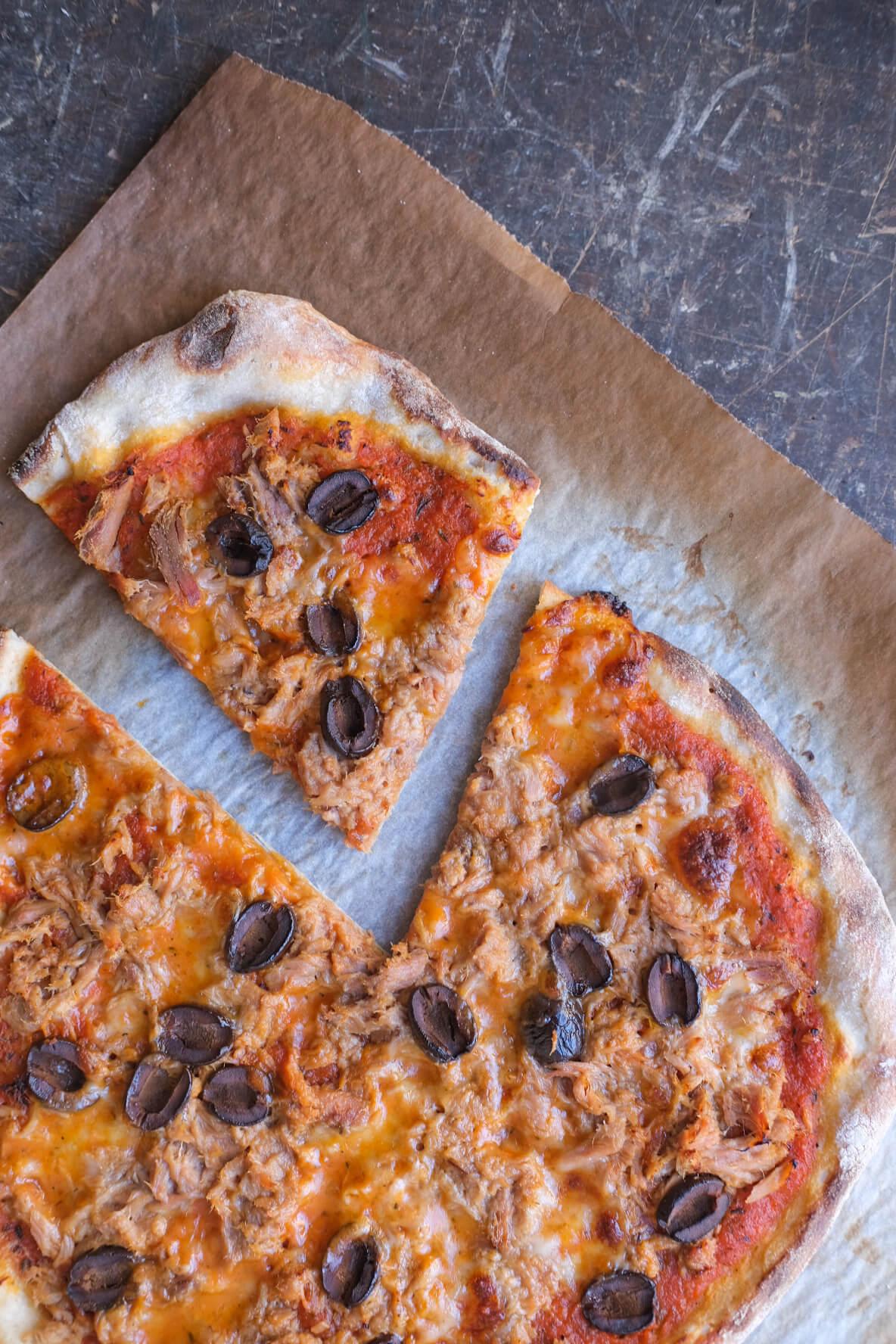 Pizza med surdej og tun